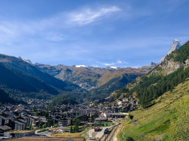 Zermatt y Matterhorn a la derecha