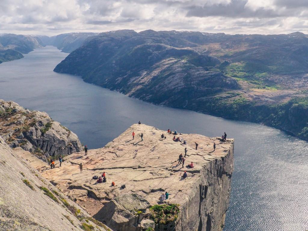 Preikestolen-nuestra-ruta-al-Púlpito-de-Noruega