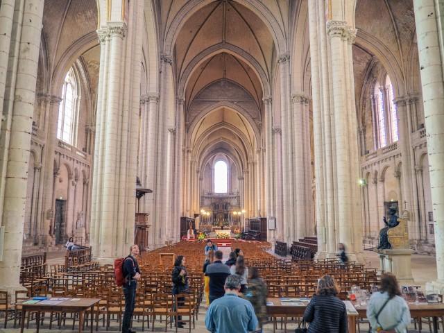 Visita-al-interior-de-la-Cathédral-Saint-Pierre