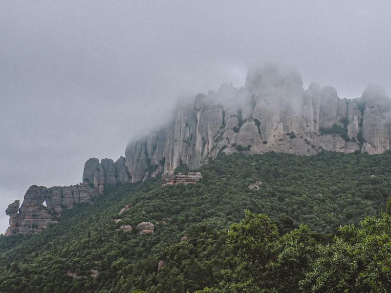 Foradada-de-Montserrat-y-Cadireta