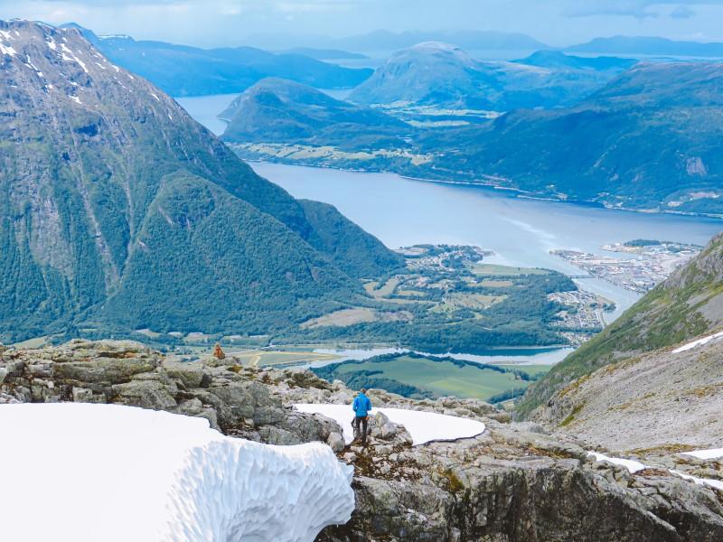 Åndalsnes y el fiordo desde Blanebba