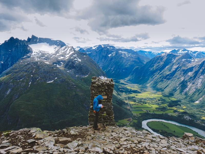 Vistas a Åndalsnes desde el Romsdalseggen