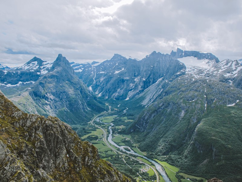 Vistas al Trollveggen y Romsdalhornet