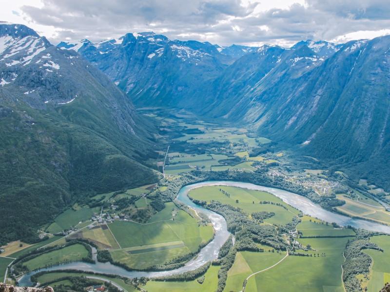 Vistas al valle Raume desde Romsdalseggen